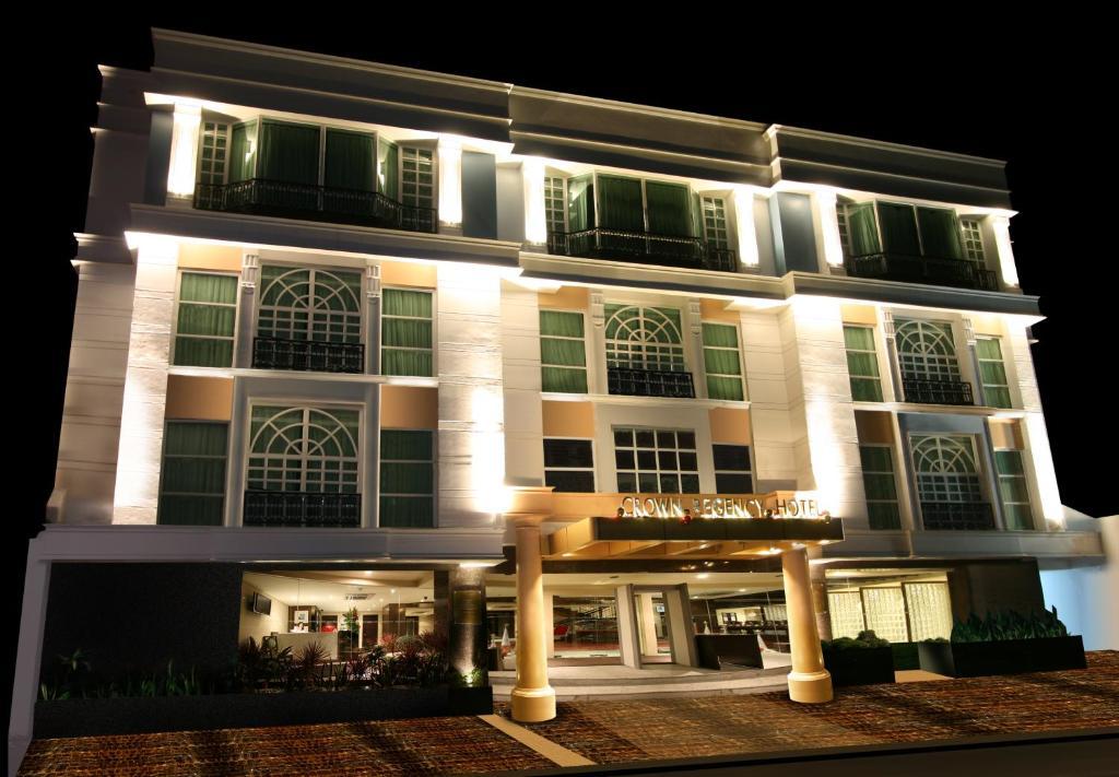 Crown Regency Makati - Laterooms