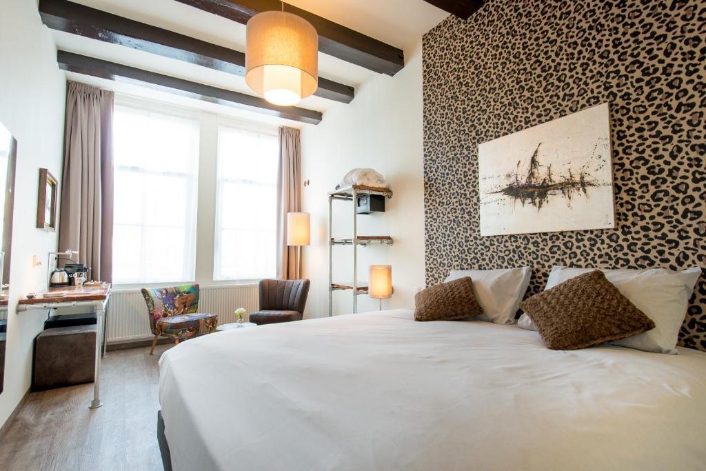 A bed or beds in a room at Boutique Hotel De Eilanden