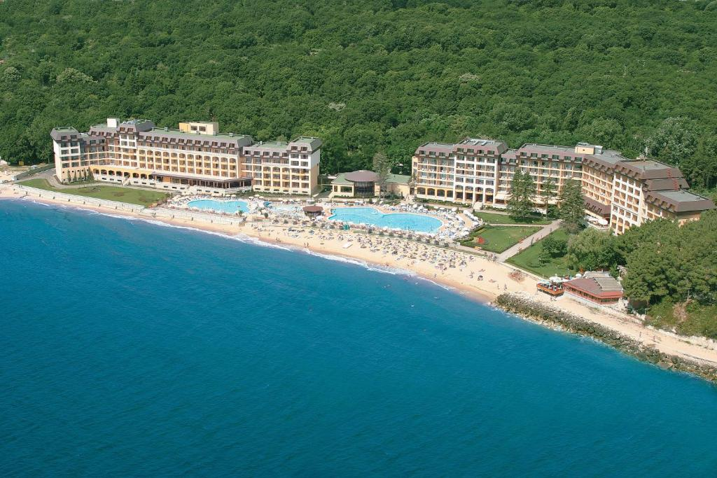 A bird's-eye view of Riviera Beach Hotel and SPA, Riviera Holiday Club - All Inclusive
