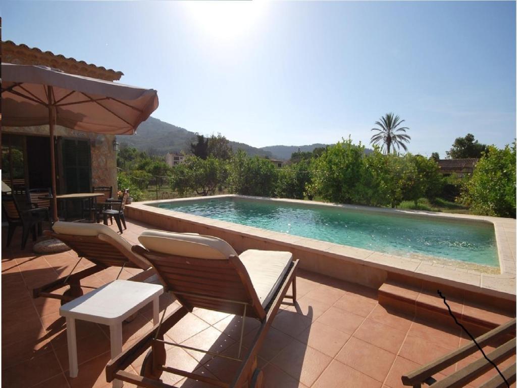 The swimming pool at or near Villa Ana