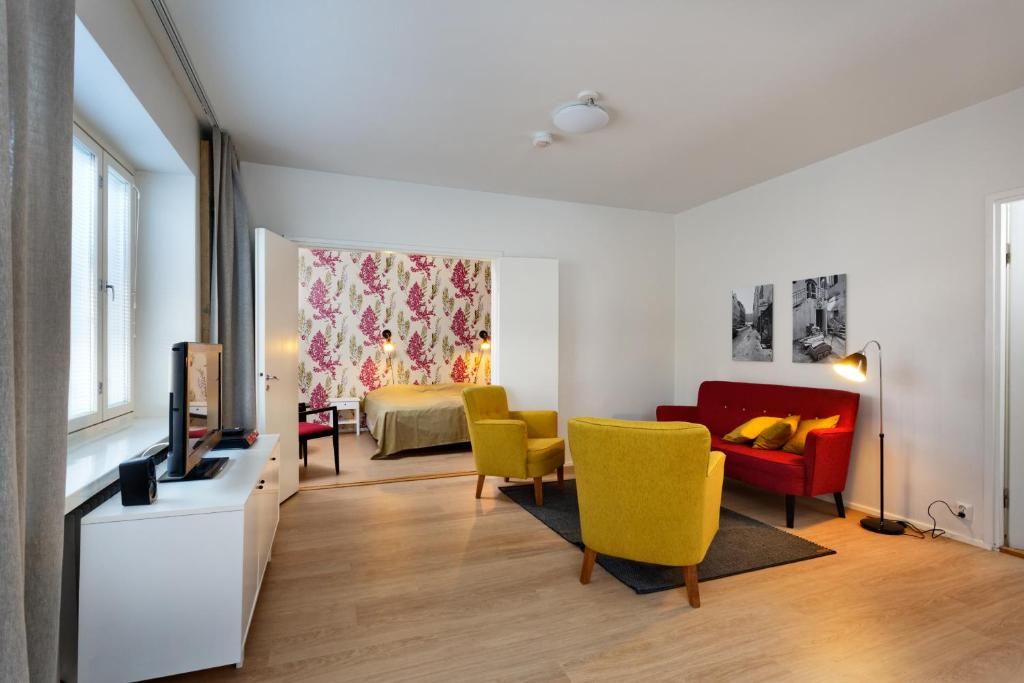 A seating area at Forenom Serviced Apartments Helsinki Kruununhaka