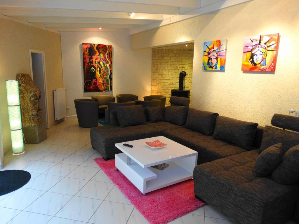Ein Sitzbereich in der Unterkunft Ferienhaus Villa Rosi