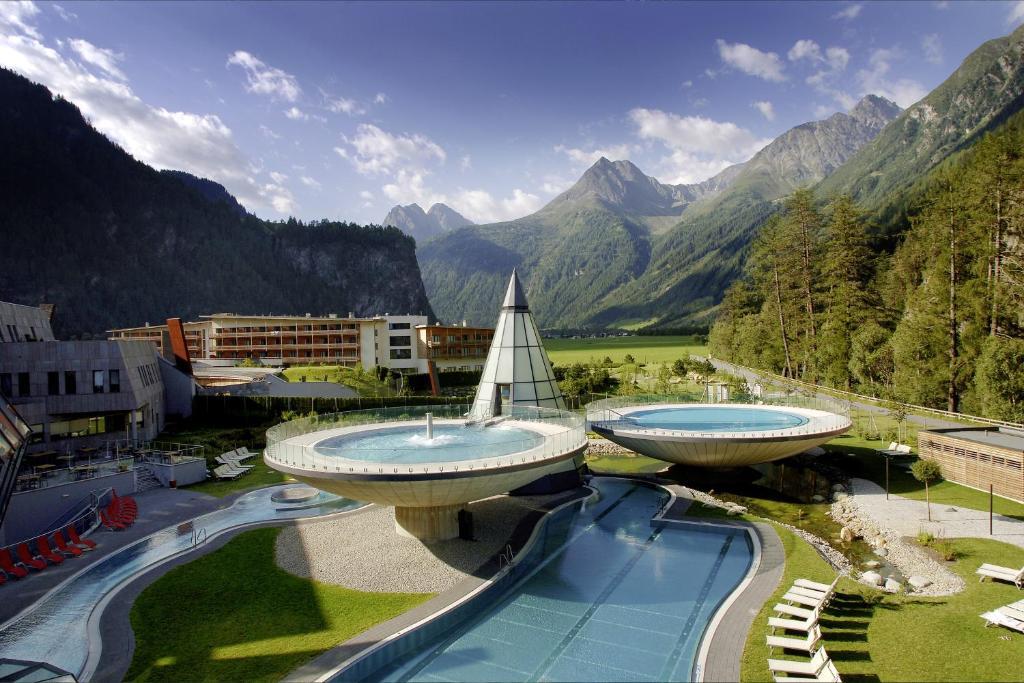 Basen w obiekcie Aqua Dome 4 Sterne Superior Hotel & Tirol Therme Längenfeld lub w pobliżu