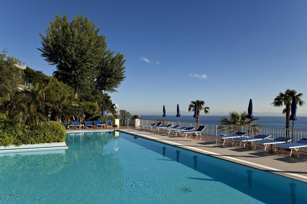 The swimming pool at or close to Hotel Continental Mare