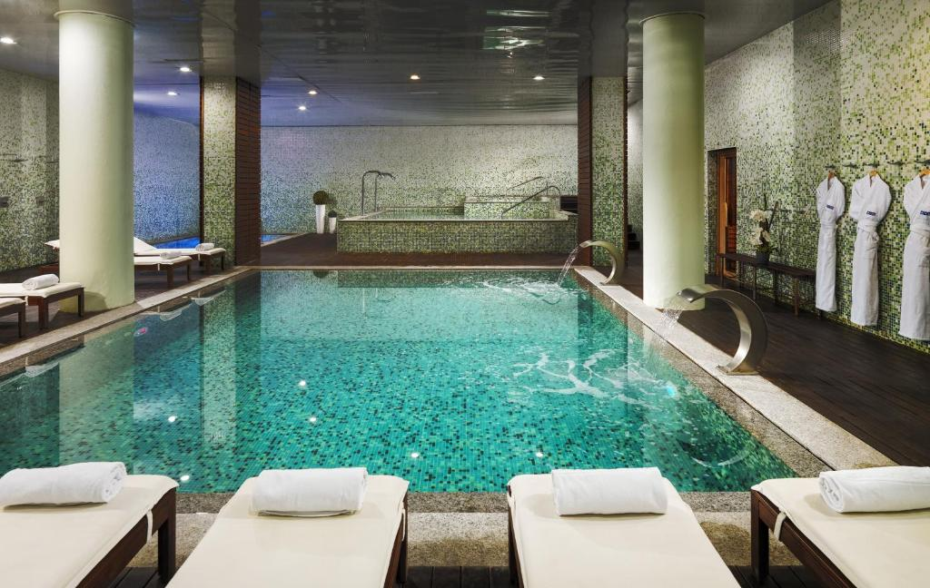 The swimming pool at or close to H10 Marina Barcelona