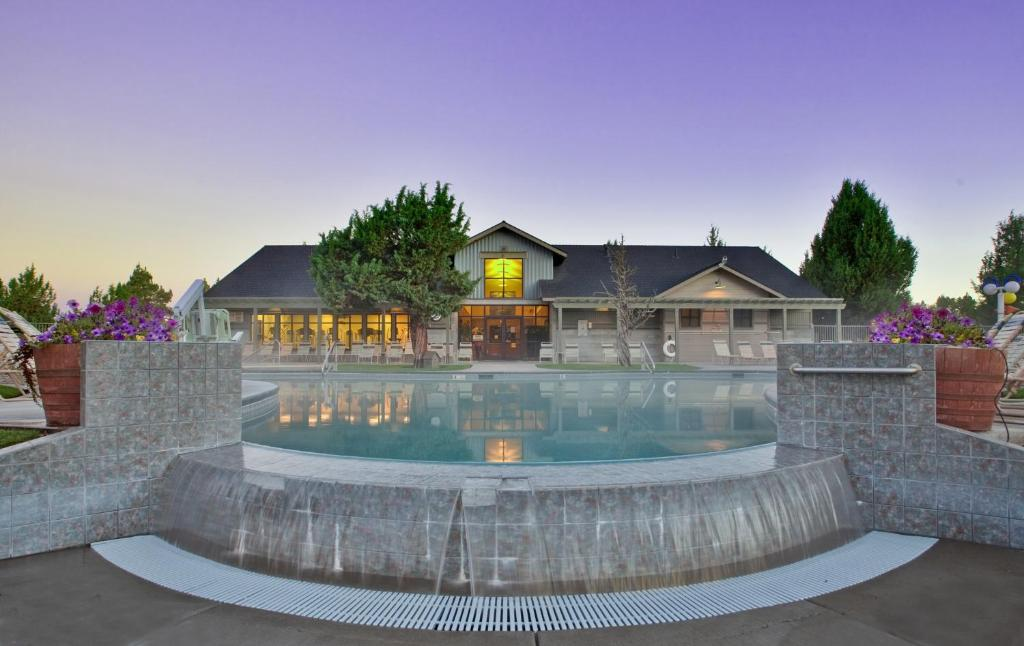 The swimming pool at or near The Lodge at Eagle Crest