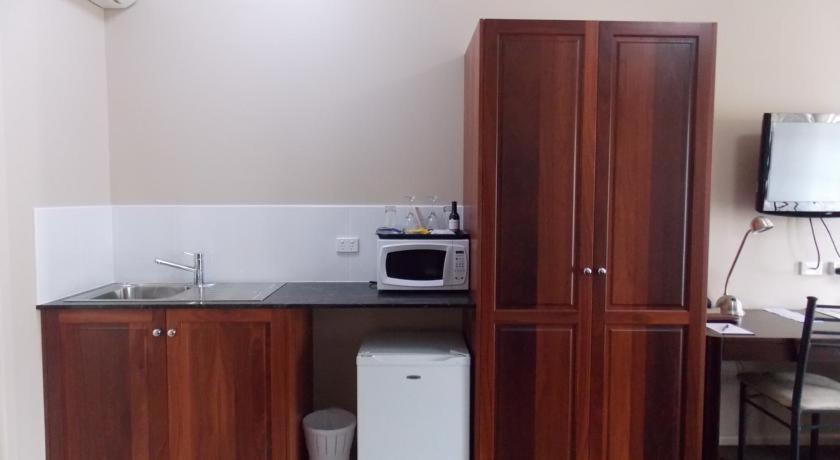 A kitchen or kitchenette at Top of the Town Motel