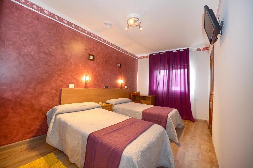 A bed or beds in a room at Santa Cruz