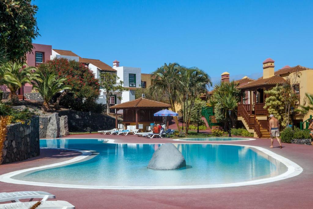 Apartamentos Oasis San Antonio - Laterooms