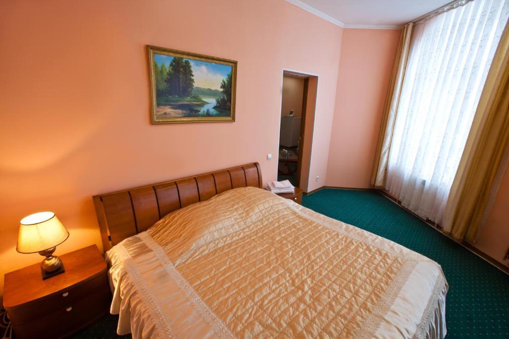 Кровать или кровати в номере Гостиница Кристалл