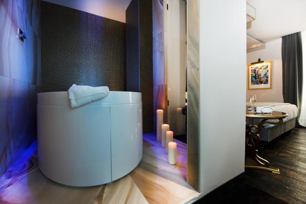 A bathroom at HT6 Hotel Roma