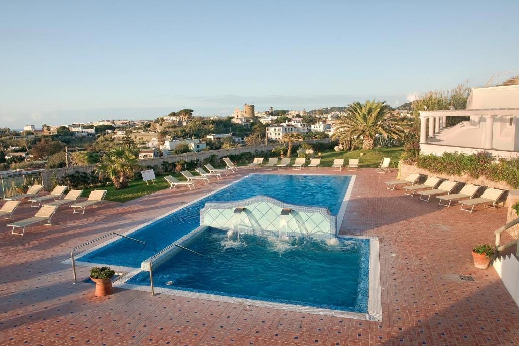 A view of the pool at Hotel Albatros or nearby