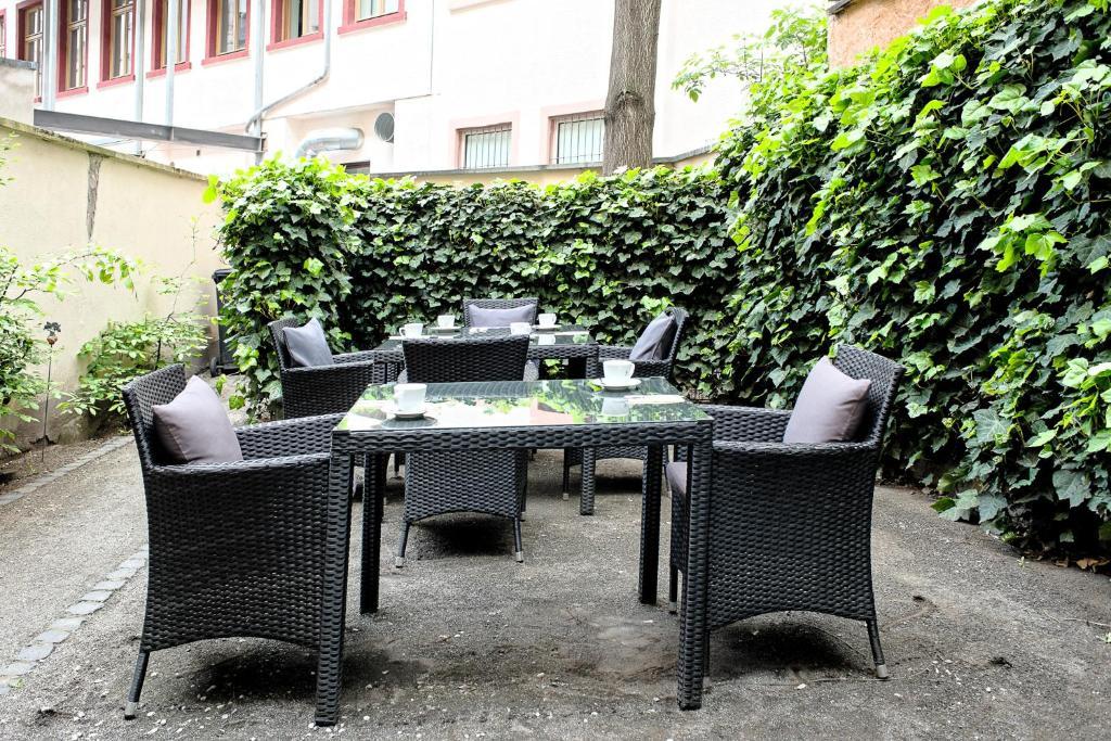 Ein Restaurant oder anderes Speiselokal in der Unterkunft TOWNHOUSE Hotel