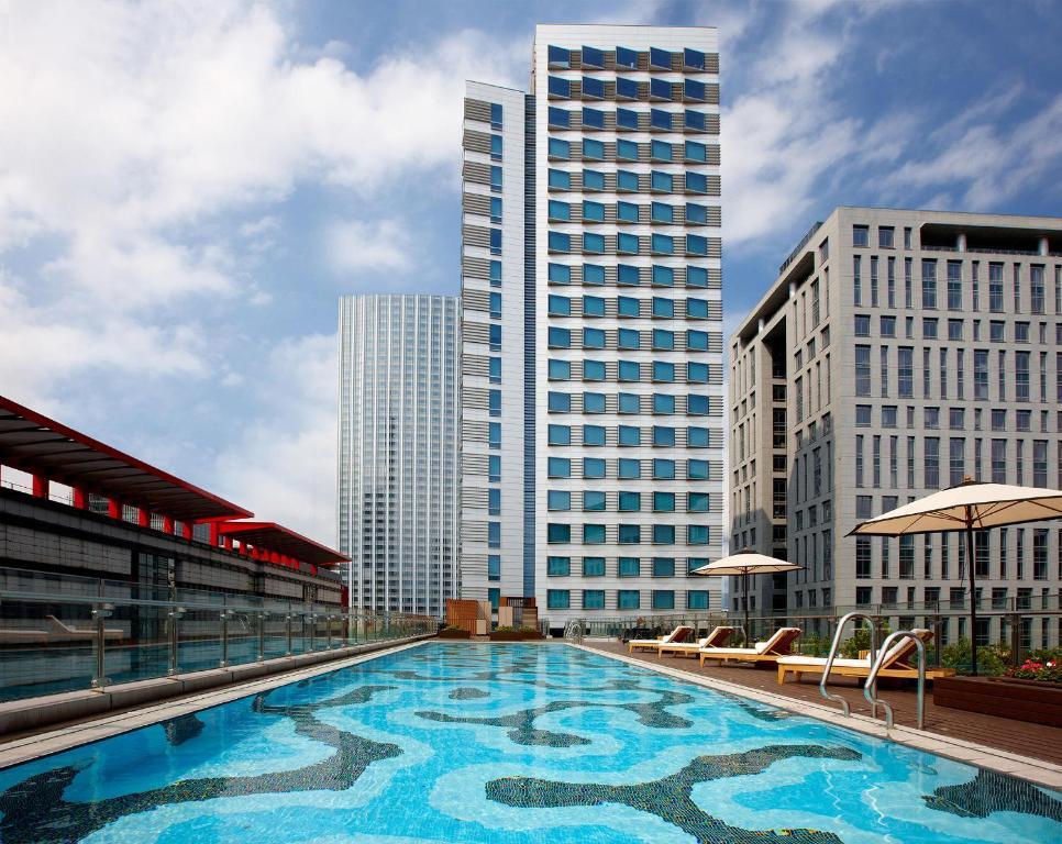 寒舍艾麗酒店游泳池或附近泳池