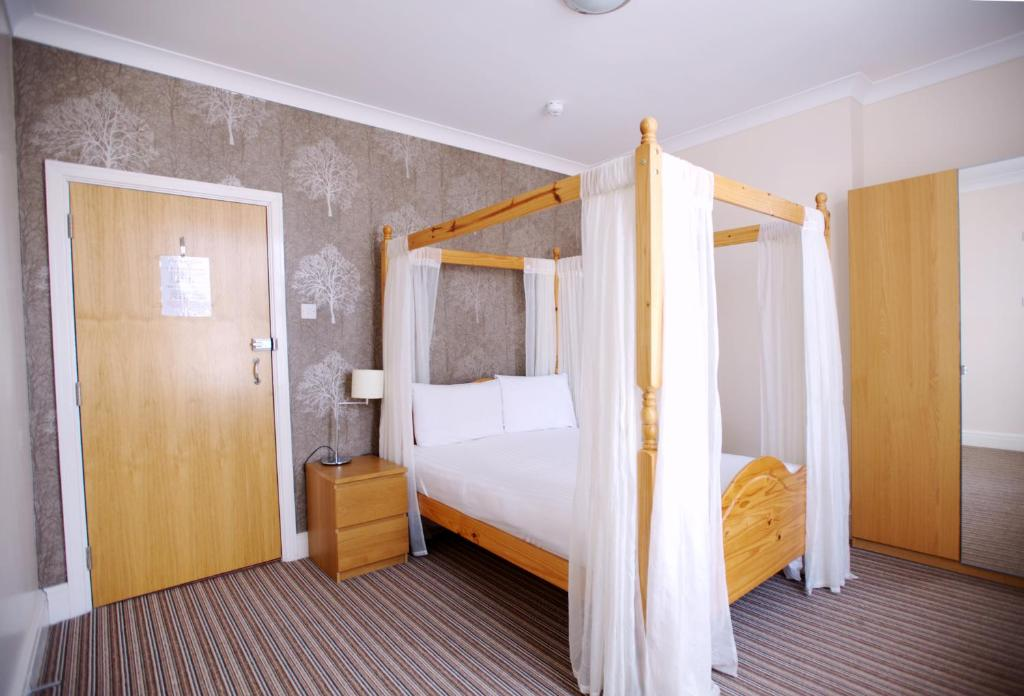 A bunk bed or bunk beds in a room at Ashley Victoria