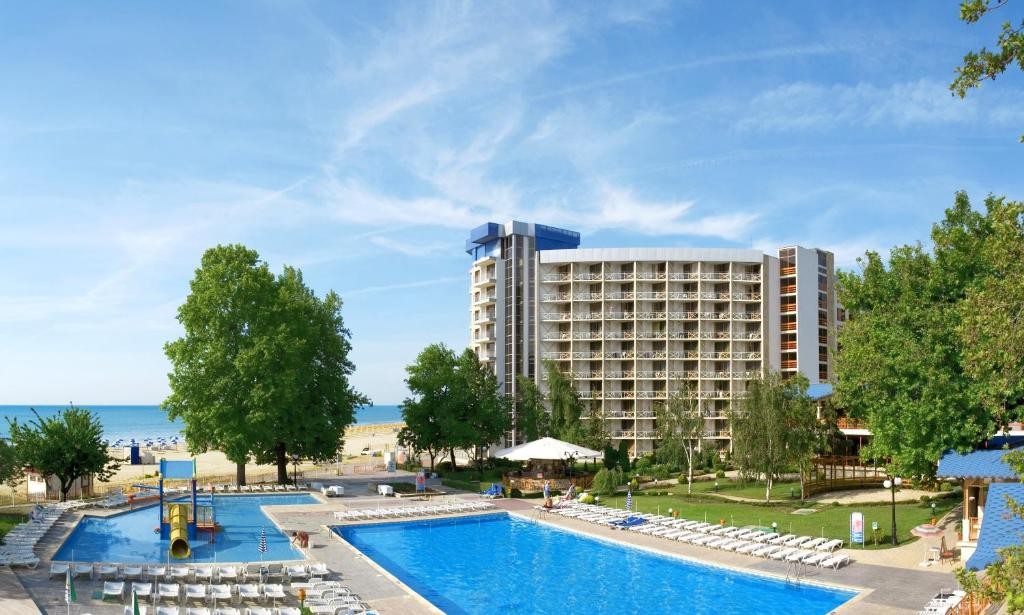 The swimming pool at or near Kaliakra Beach Hotel - Ultra All Inclusive