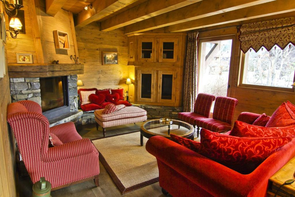 A seating area at Chalet Serac