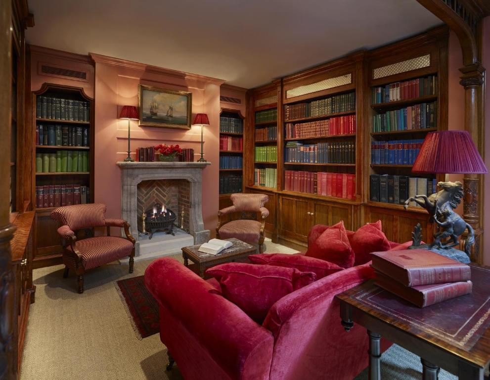 ホテルにある図書室