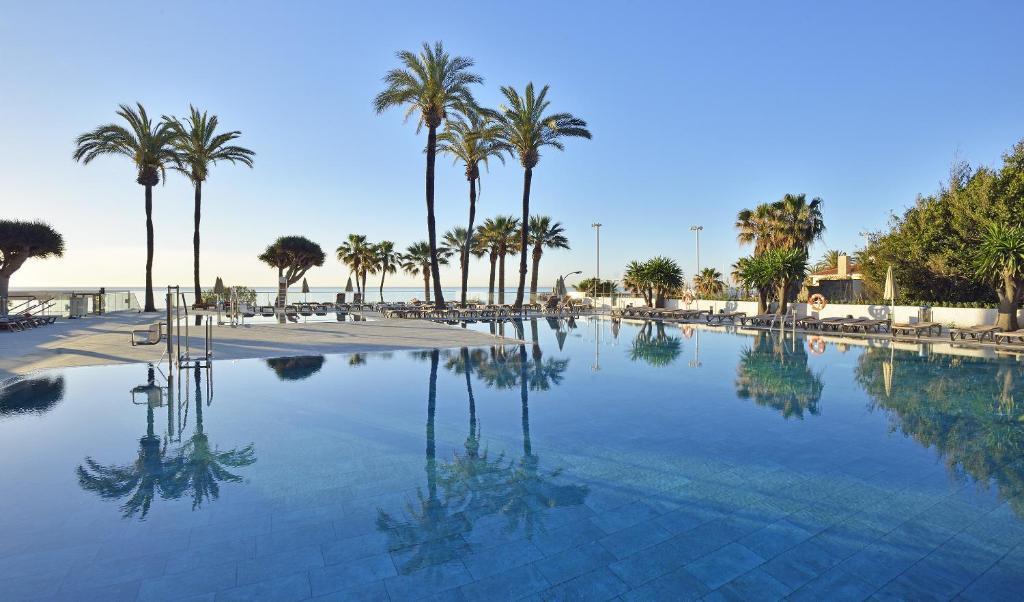 Het zwembad bij of vlak bij Sol House Costa del Sol