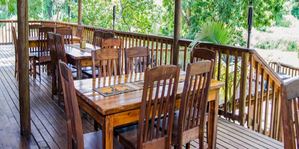 A restaurant or other place to eat at Hippo Water Front Lodge