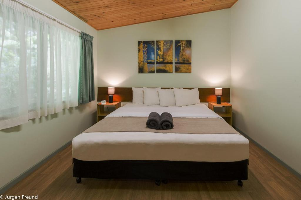 A bed or beds in a room at Chambers Wildlife Rainforest Lodges