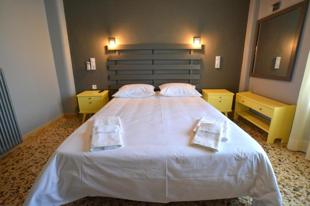 A bed or beds in a room at Leonidaion Guesthouse