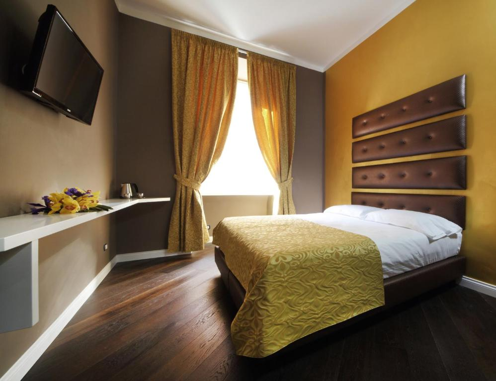 A bed or beds in a room at The One Vaticano Rooms