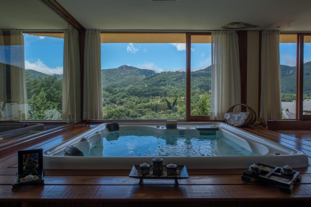 The swimming pool at or near Pousada Spa Mirante da Colyna