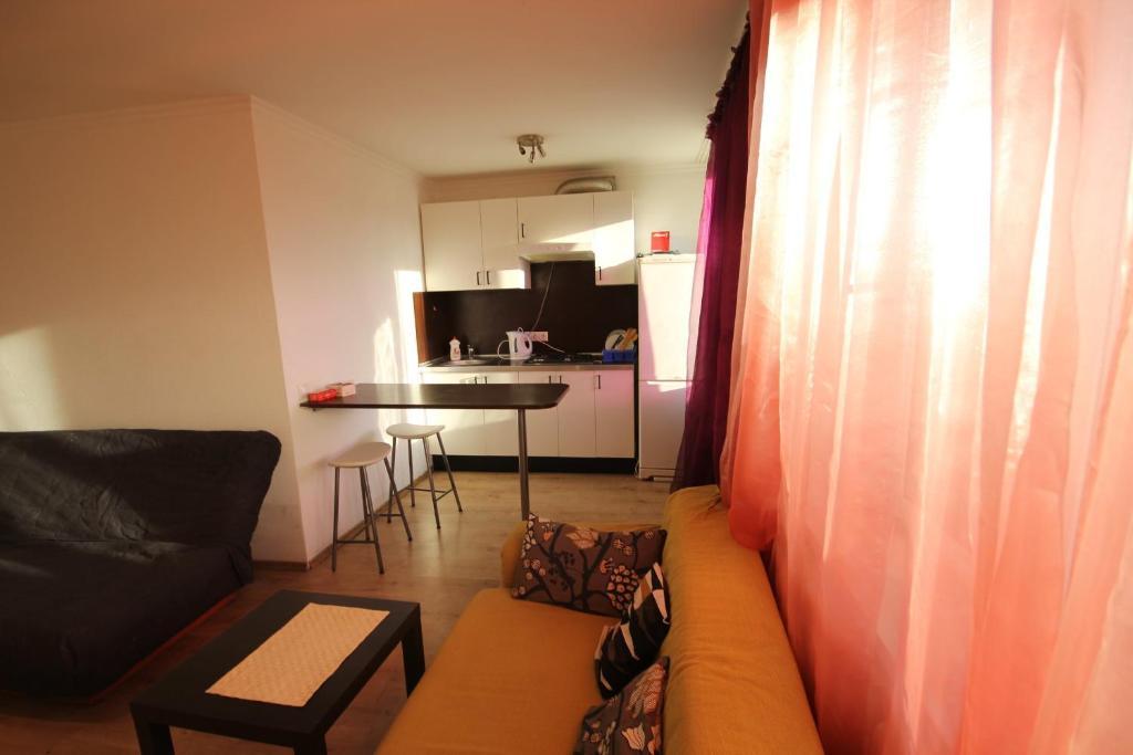 Гостиная зона в Apartment Raketniy 3