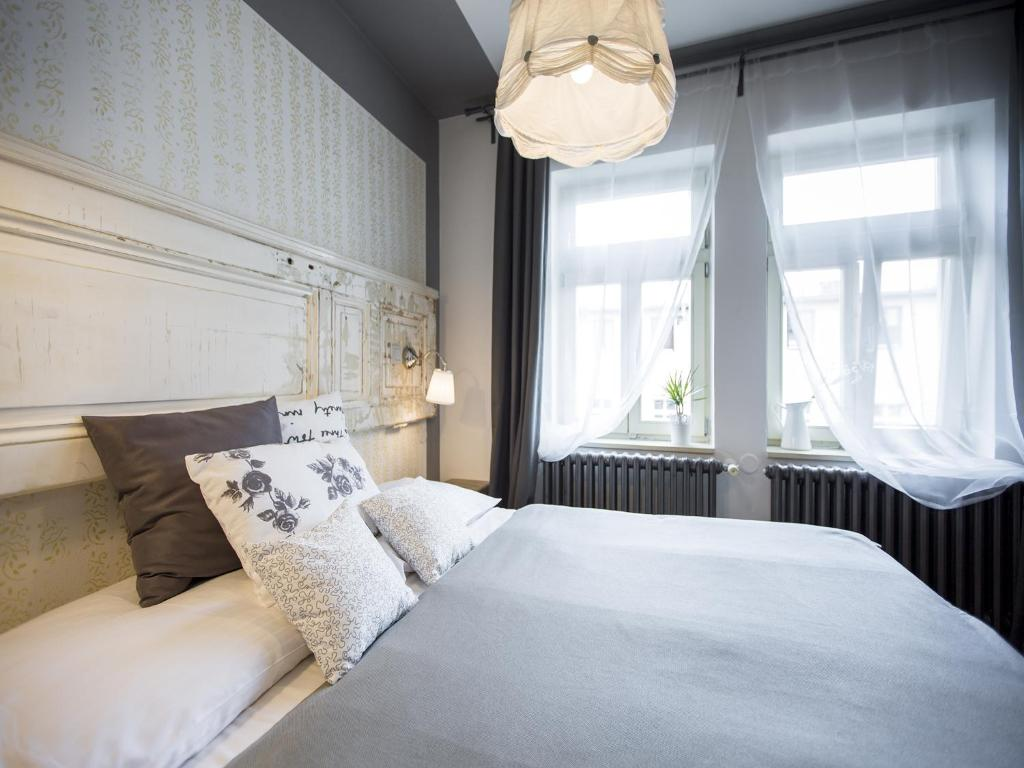 A bed or beds in a room at Miss Sophie's New Town & Wellness