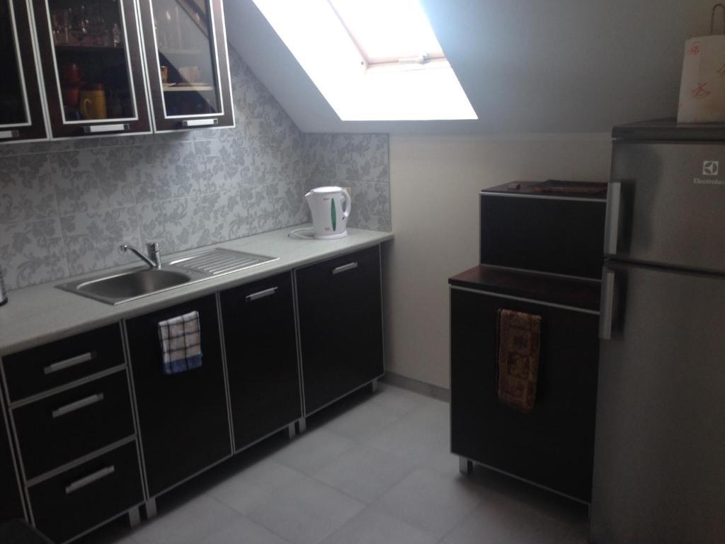 Kuchnia lub aneks kuchenny w obiekcie Dom Letni Kopalino