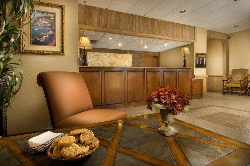 The lobby or reception area at Northwest Inn