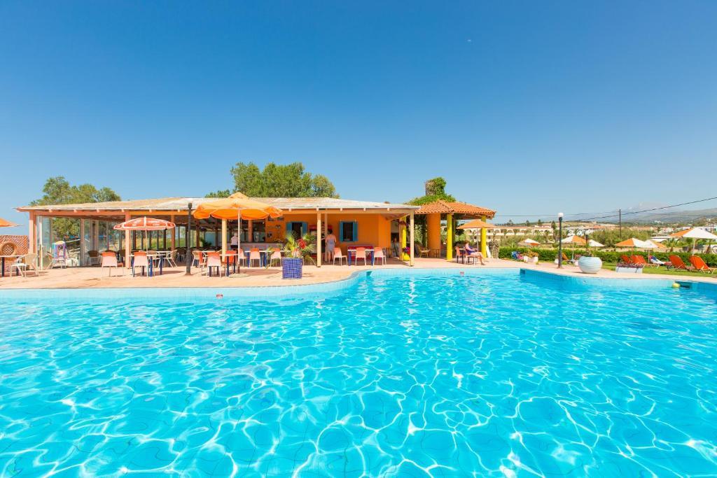 Πισίνα στο ή κοντά στο Trefon Hotel Apartments and Family Suites