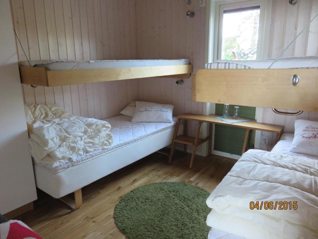 Våningssäng eller våningssängar i ett rum på Enebackens Kraftkälla