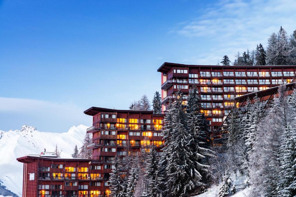 L'établissement Lagrange Vacances Le Roc Belle Face en hiver