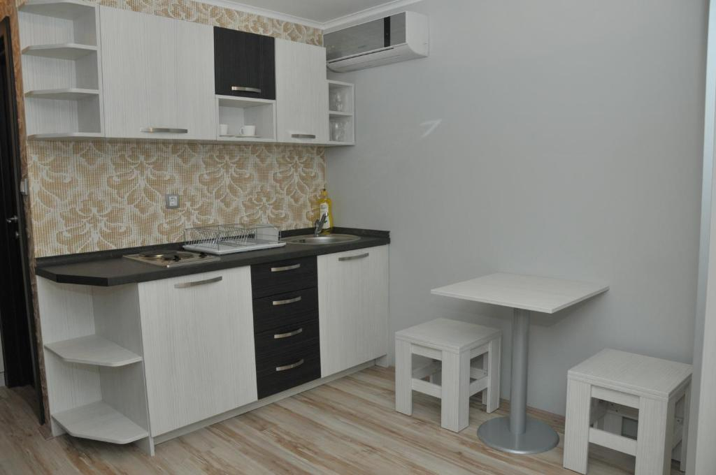 Kuhinja ili čajna kuhinja u objektu Silver House Hostel