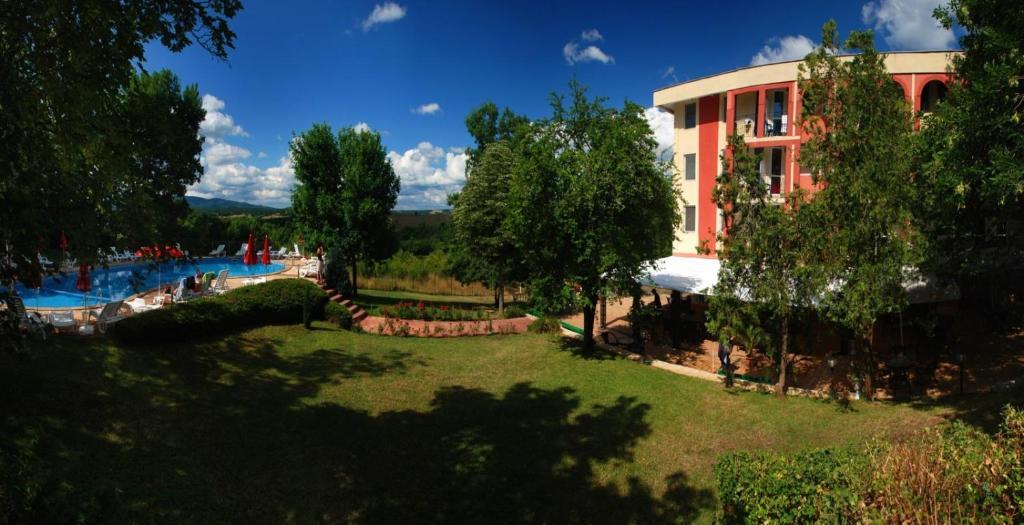Градина пред Хотел Рилена
