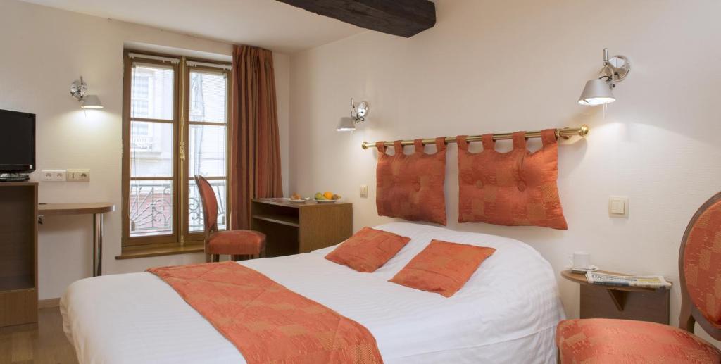 Кровать или кровати в номере Le Saint Michel