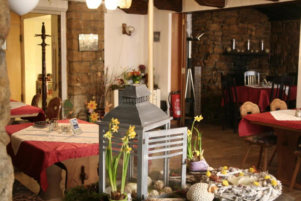 Ein Restaurant oder anderes Speiselokal in der Unterkunft Landgasthof Hotel Rebe Alzey