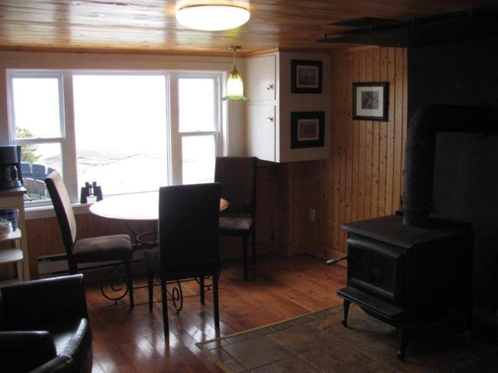 A seating area at Wolf Cove Retreat House