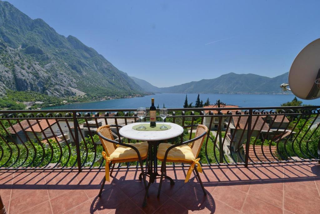 Balcon ou terrasse dans l'établissement J & P Apartments Orahovac