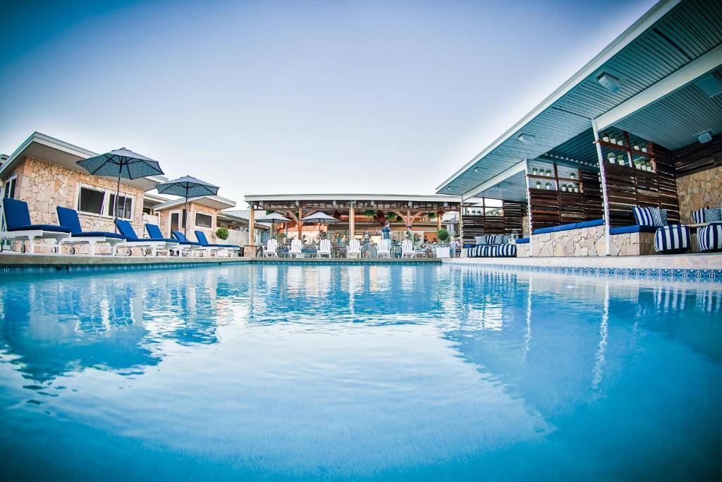 The swimming pool at or near Rambutan Resort