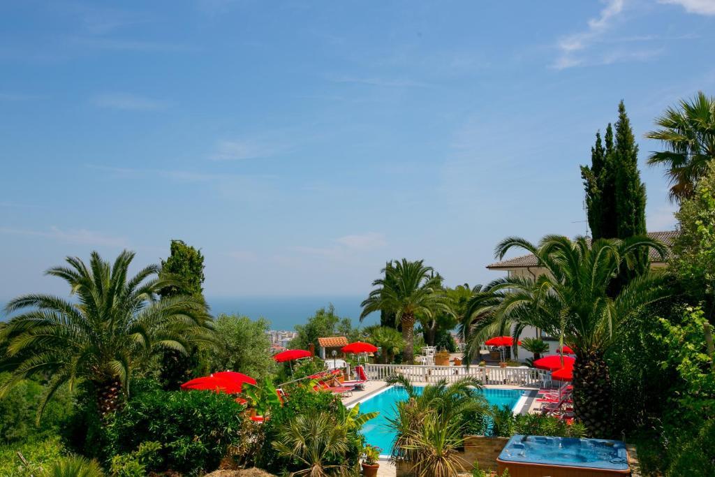 Vista sulla piscina di La Panoramica o su una piscina nei dintorni