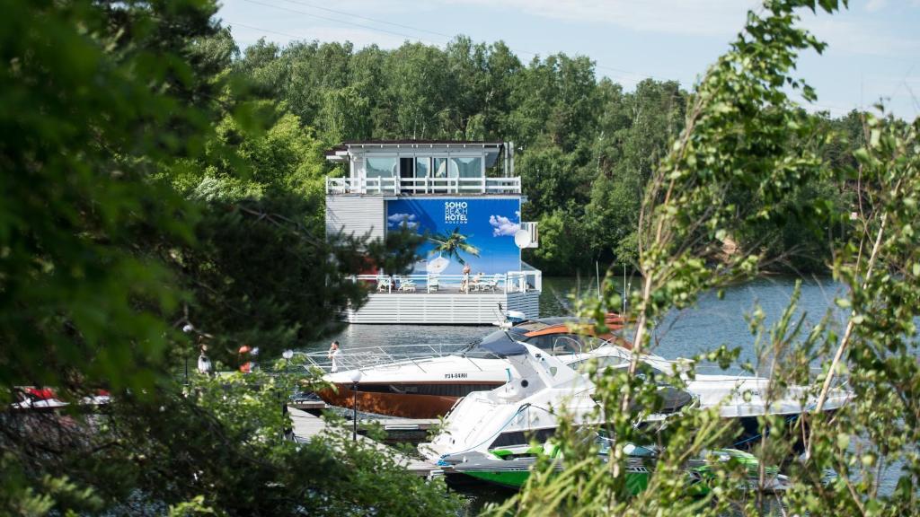 Вид на бассейн в Soho Beach Hotel  или окрестностях