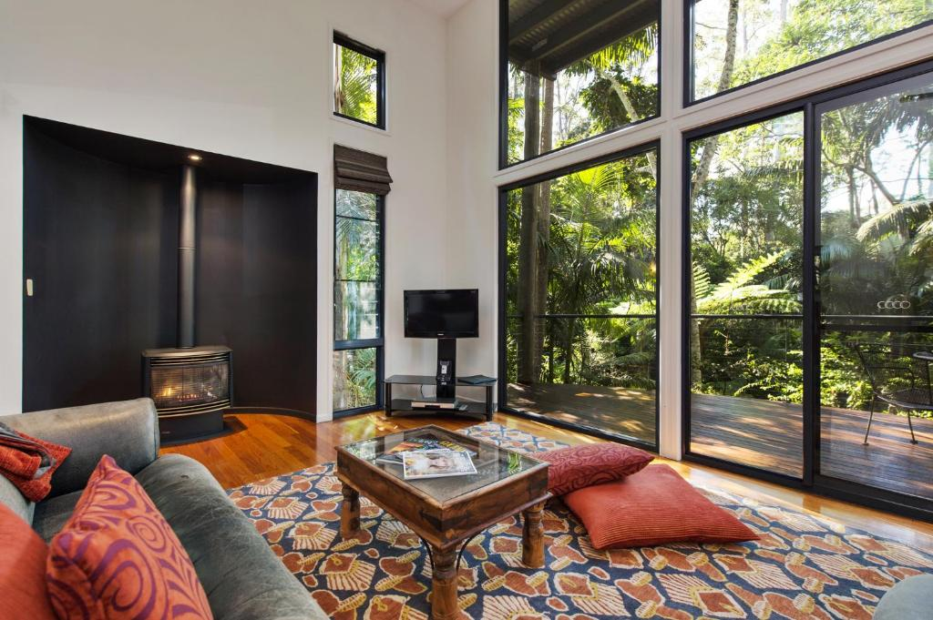 A seating area at Pethers Rainforest Retreat