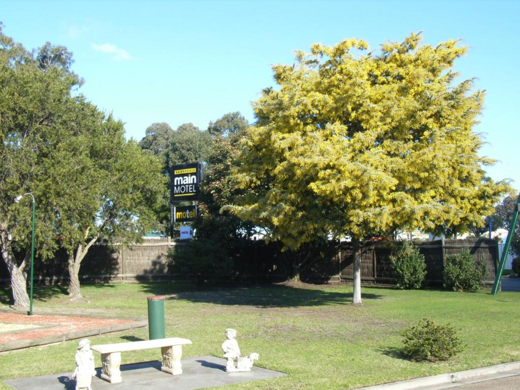 A garden outside Bairnsdale Main Motel