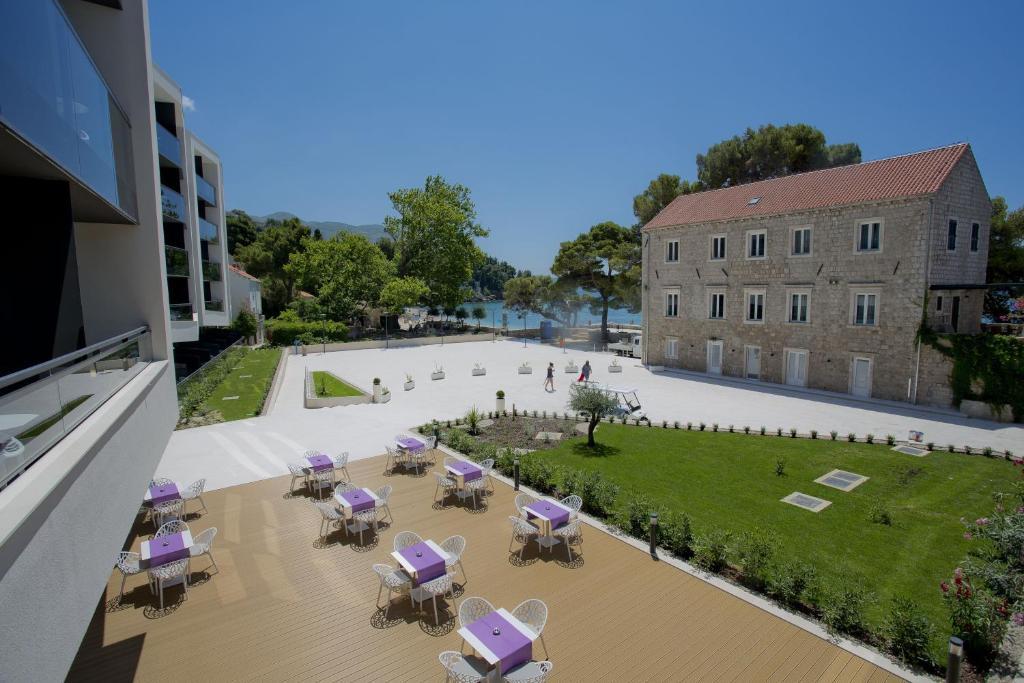 Vue sur la piscine de l'établissement Hotel Mlini ou sur une piscine à proximité