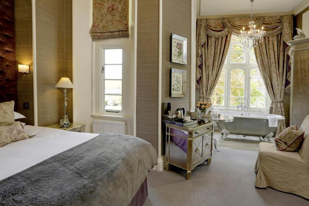 Falcon Manor Hotel - Laterooms