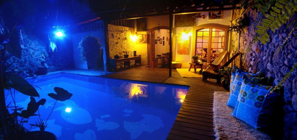 A piscina localizada em Pousada Arte Urquijo ou nos arredores