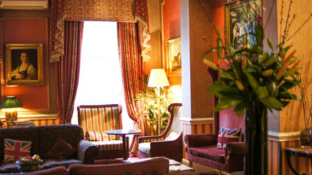 A seating area at The Leonard Hotel